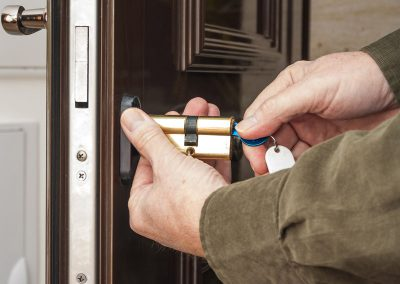 59744301 - locksmith replacing a cylinder lock